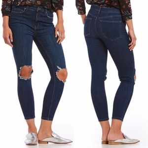 Free People 🌿 Busted Knee Skinny Jeans 29L